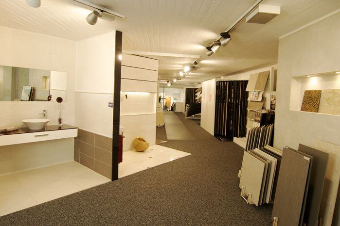 gro e moderne fliesenausstellung fliesen heidkamp aus bergisch gladbach. Black Bedroom Furniture Sets. Home Design Ideas